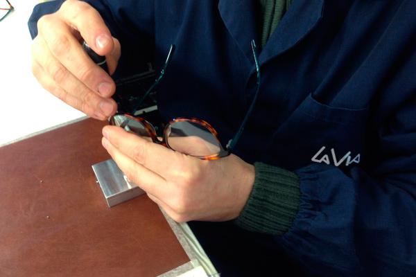 lavorazione occhiali